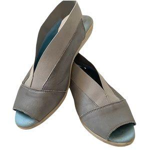 Cloud Caliber slip on peep toe shoes in blue EU38